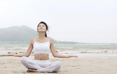 专家指出应在怀孕4个月后再开始练习孕妇瑜伽